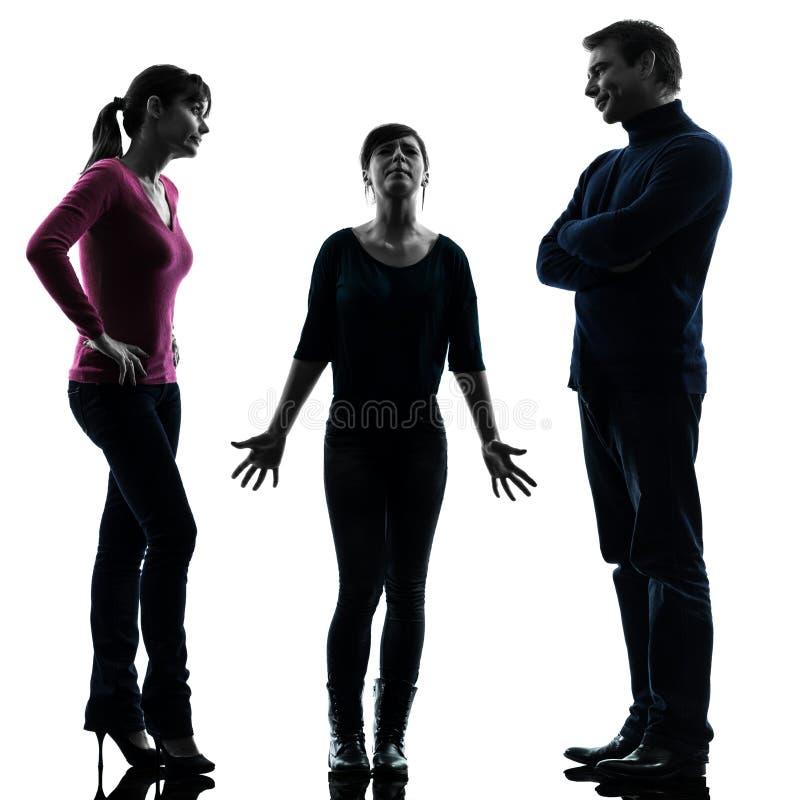 Дочь матери отца семьи выдает силуэт проблем стоковая фотография
