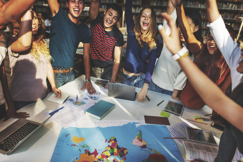 Одноклассник празднует концепцию общины группы команды стоковое изображение rf