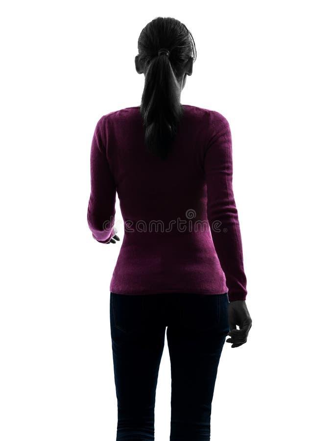 Силуэт вид сзади портрета женщины гуляя стоковое фото rf