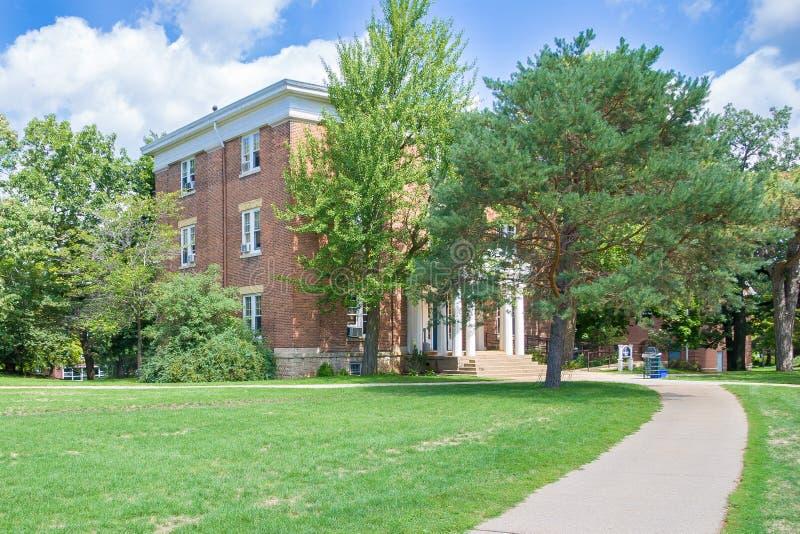 Одно из зданий на кампусе коллежа Beloit стоковые фото
