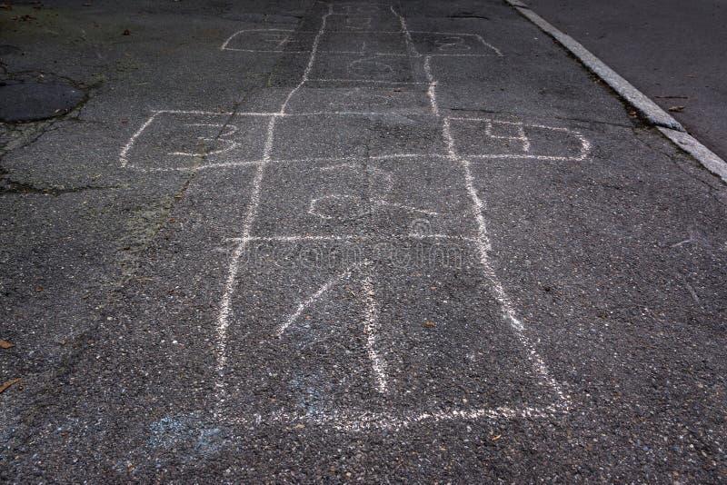 Одно мела доски хмеля шотландские увядают вне игра детей детали стоковое изображение rf