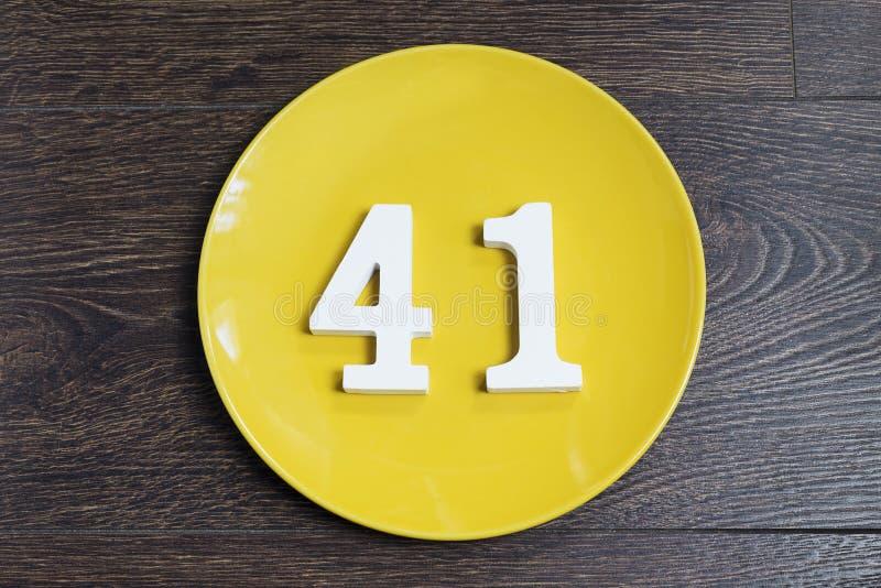 40 одно на желтой плите стоковая фотография rf