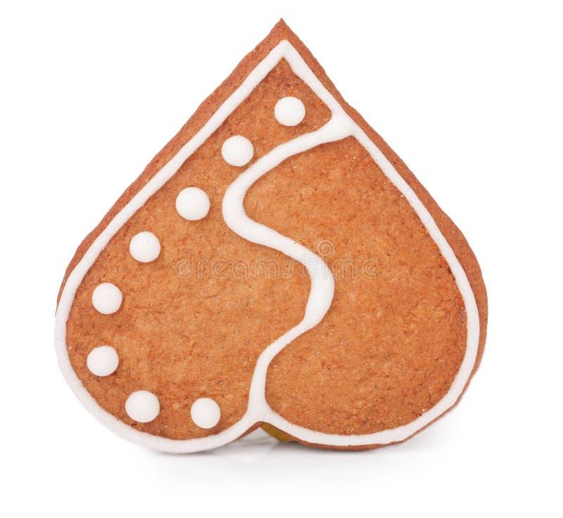 Одно печенье в форме сердца на белой предпосылке стоковое изображение