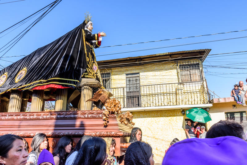 Одолженное шествие с девой марией, Антигуой, Гватемалой стоковая фотография