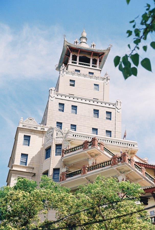 Павильон китайского стиля на верхней части здания стоковое изображение rf
