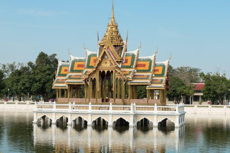 Павильон Aisawan Dhiphya-Asana в дворце боли челки королевском в Ayutthaya, Таиланде - также известном как летний дворец стоковое изображение