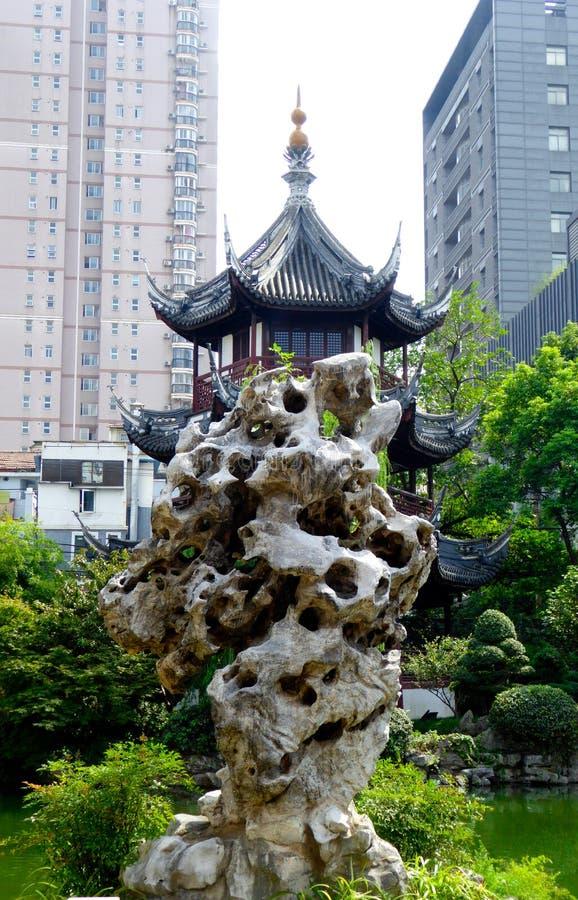 Павильон и rockery Kuixin стоковые фото