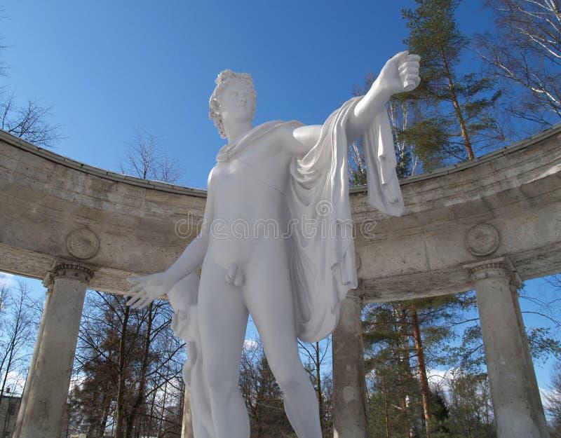 Павловск Колоннада Аполлона против неба стоковые фотографии rf