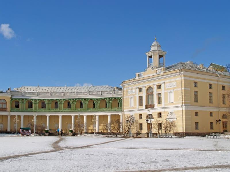 Павловск Колоннада галереи и крыло большого дворца стоковые фото
