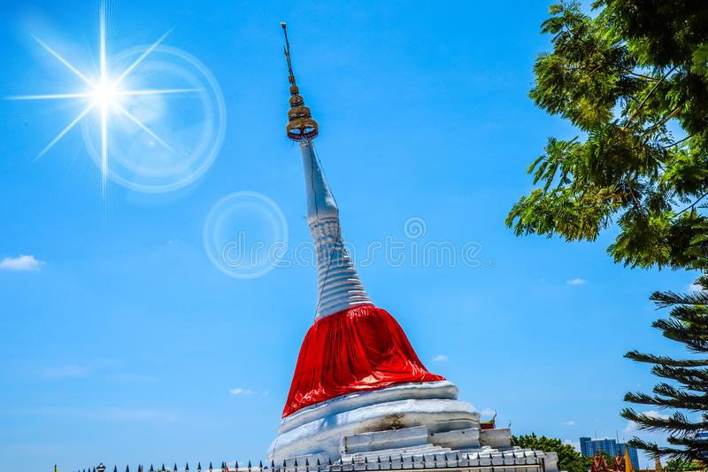 Пагода около реки стоковое фото rf
