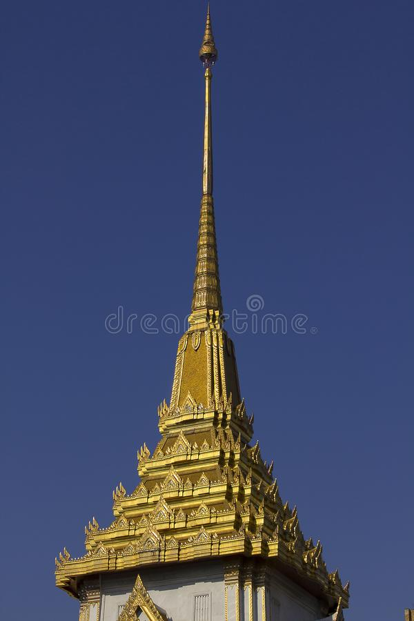 Пагода украшена с золотым гребнем стоковые изображения rf