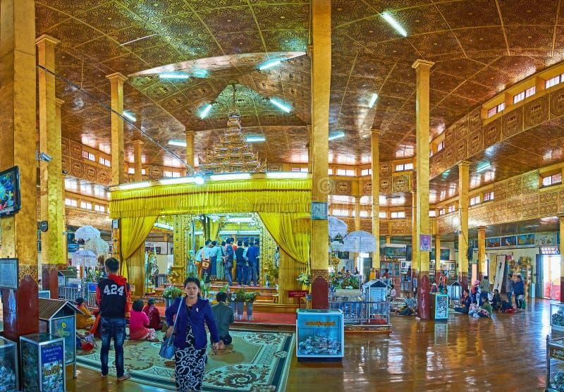 Пагода Hpaung Daw u посещения на озере Inle, Мьянме стоковое фото