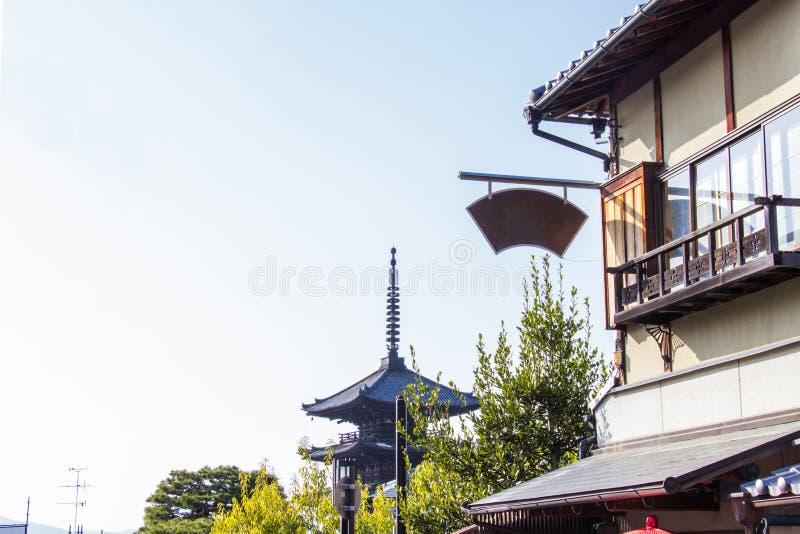 Пагода Yasaka пагода 5-рассказа Это последний обмылок виска Hokanji на традиционной улице в старой деревне стоковое изображение