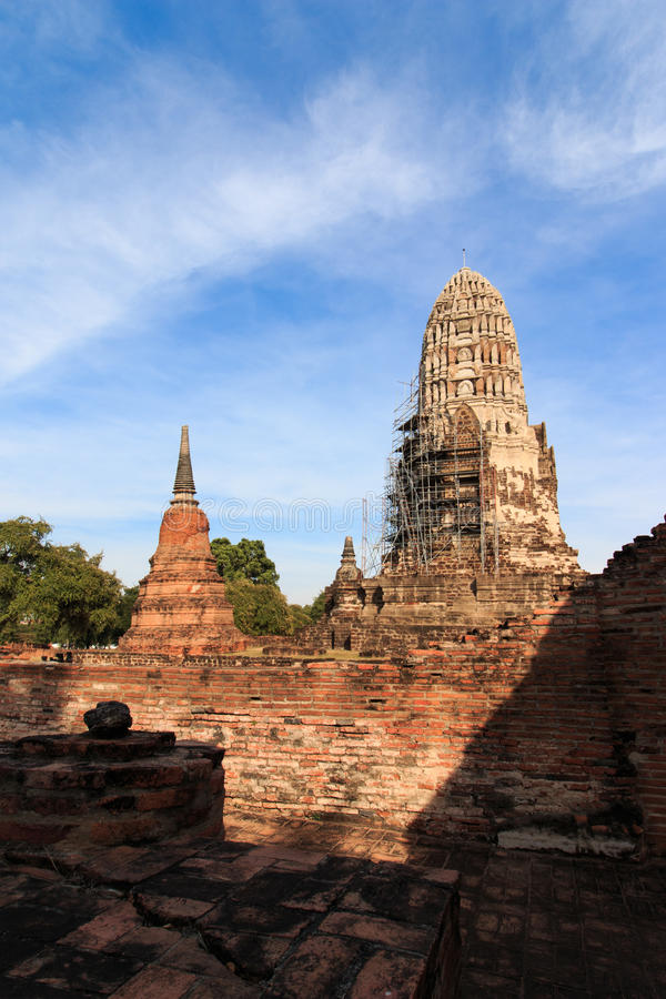 Пагода была закрыта для ремонтов в короле Borommarachathirat II из вызванного королевства Ayutthaya виском Ratburana стоковые фотографии rf