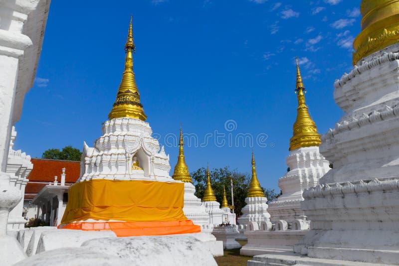 Пагода виска Lang Sao Wat Che Dee в провинции Lampang, Таиланде стоковое изображение rf