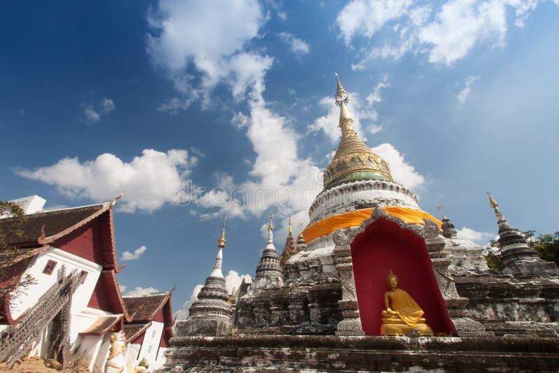 Пагода в виске на chiangmai, Таиланде стоковые фотографии rf