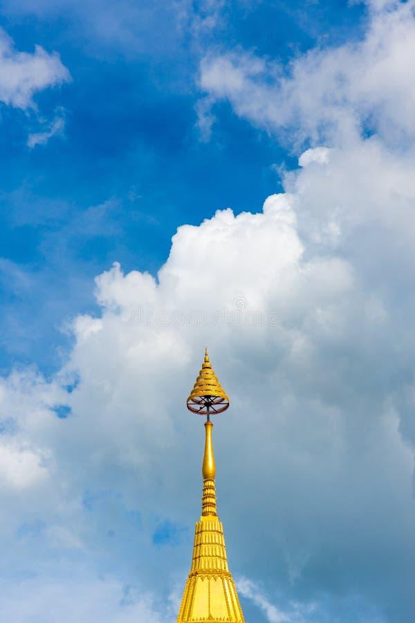 Пагода и небо виска стоковое фото rf