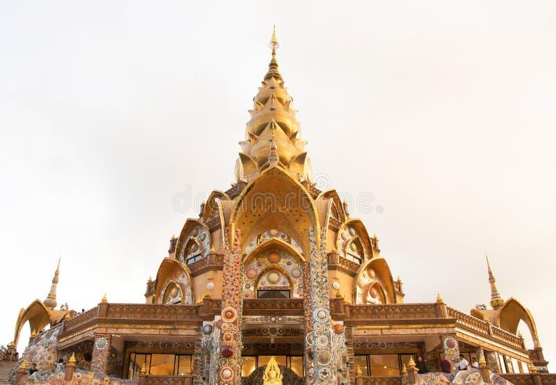 Пагода, общественный висок в Таиланде Wat Phra который сын Kaew Pha, взгляд стоковая фотография