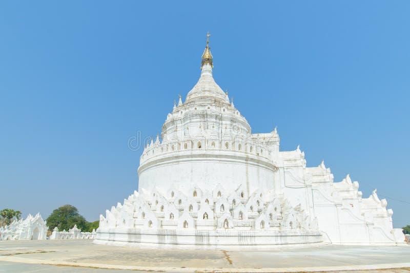 Пагода Hsinbyume или Myatheindan в Mingun стоковые изображения rf