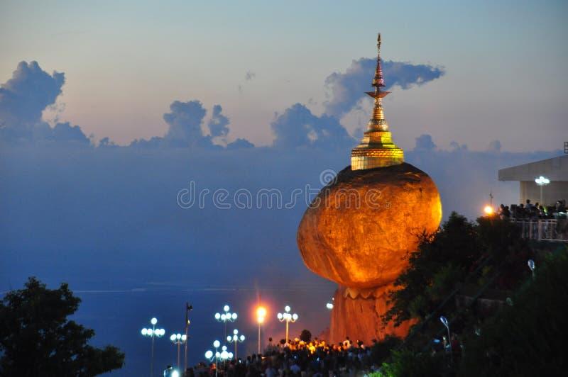 Пагода Kyaikhtiyo или Kyaiktiyo, золотой утес, Мьянма стоковые фото