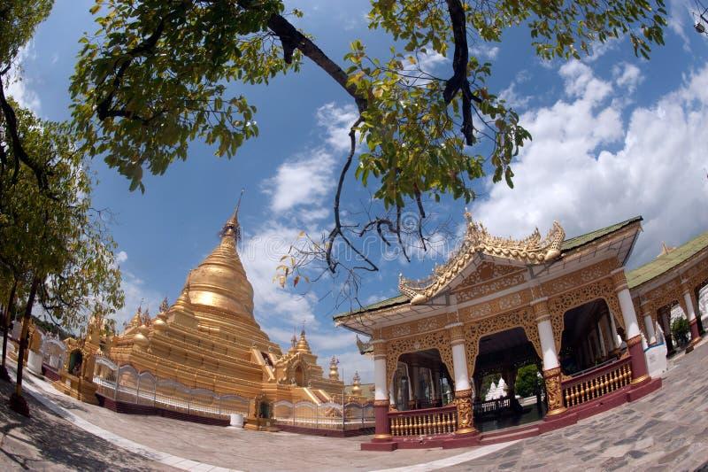 Пагода Maha Lokamarazein Kuthodaw в Мьянме стоковые изображения