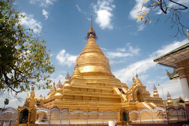 Пагода Maha Lokamarazein Kuthodaw в Мьянме стоковое изображение