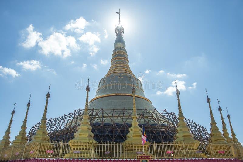 Пагода Tachileik Gon Shwe Da стоковая фотография rf
