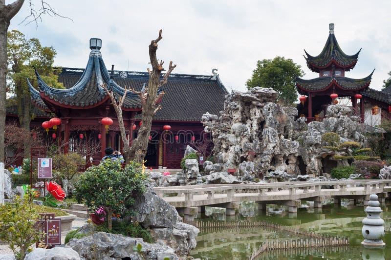 Пагоды и rockery на Tan садовничают в древнем городе Nanxiang, Шанхае, Китае стоковое фото