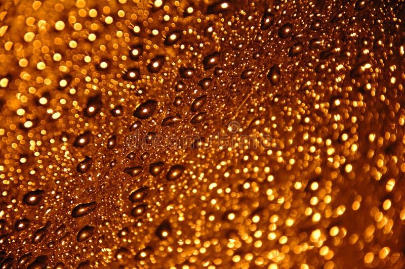 падает вода золота малюсенькая стоковое фото