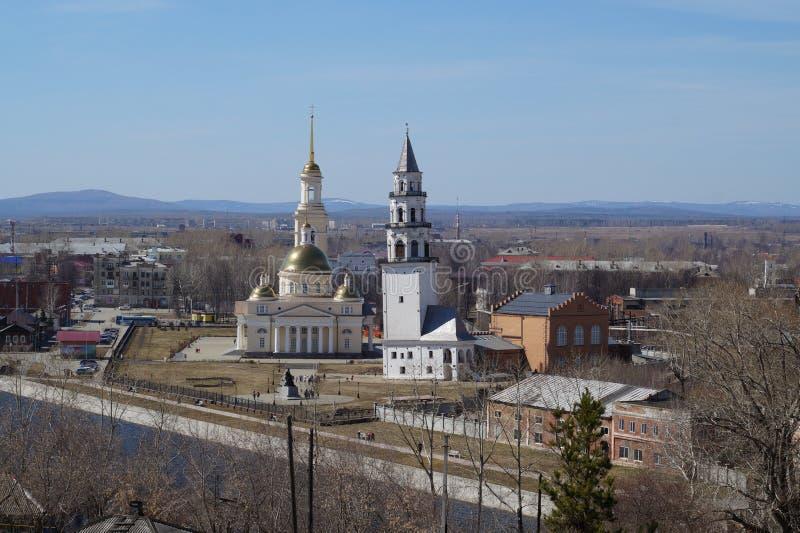 Падая башня в городе Nevyansk в Урале стоковые изображения rf