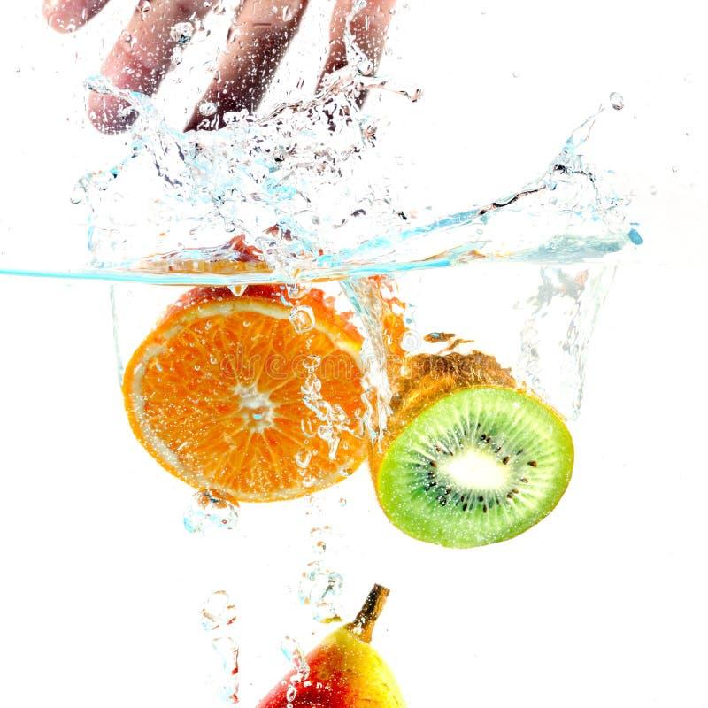 падая вода плодоовощей стоковые фотографии rf