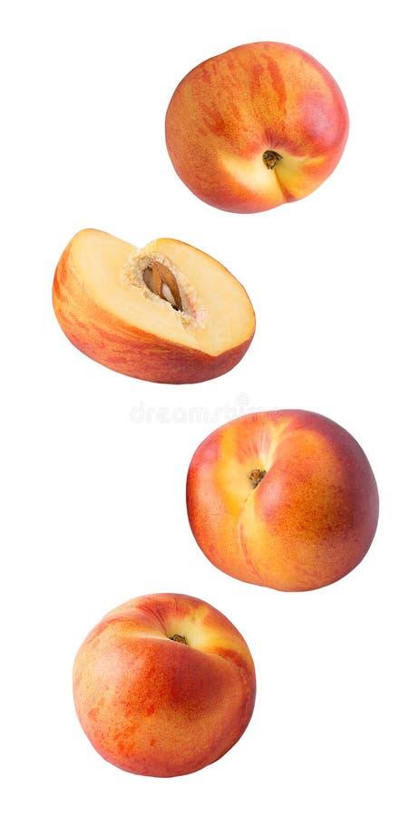 Падая свежие персики изолированные на белой предпосылке стоковые фотографии rf