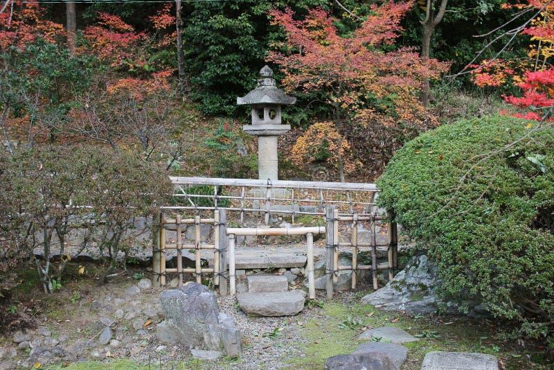 падение в резидентов положения виска Konkai Komyoji стоковое изображение
