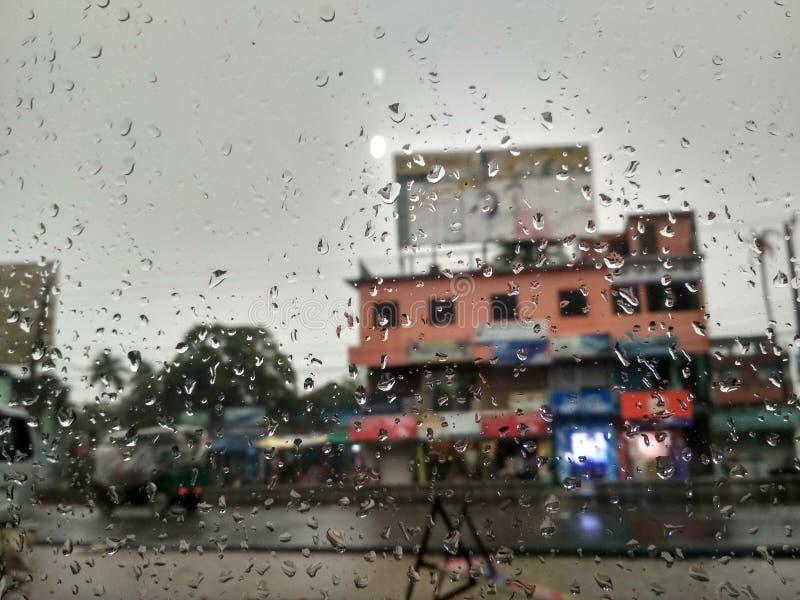 Падение дождя в стекле стоковое изображение rf