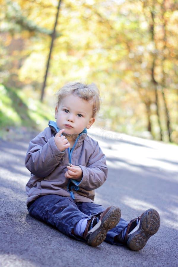 падение ребенка Outdoors Стоковое фото RF