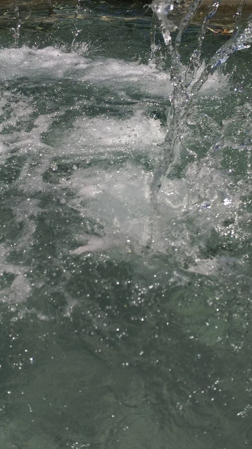 Падения воды в фонтане стоковое изображение