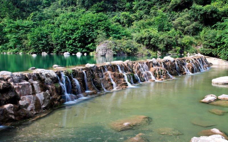 Падения воды и каскады Yun-Tai горы Китай стоковое изображение rf