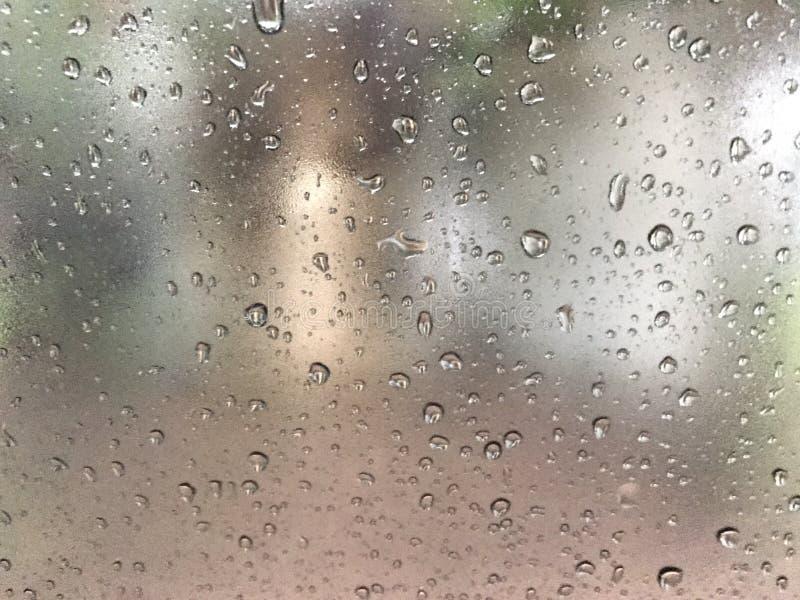 Падения дождя на стекле стоковое изображение