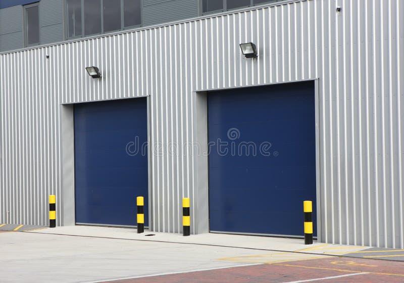 пакгауз промышленного блока дверей стоковые фотографии rf