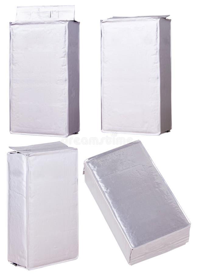 Пакеты с серебряным пакетом фольги цвета с кофе стоковая фотография rf