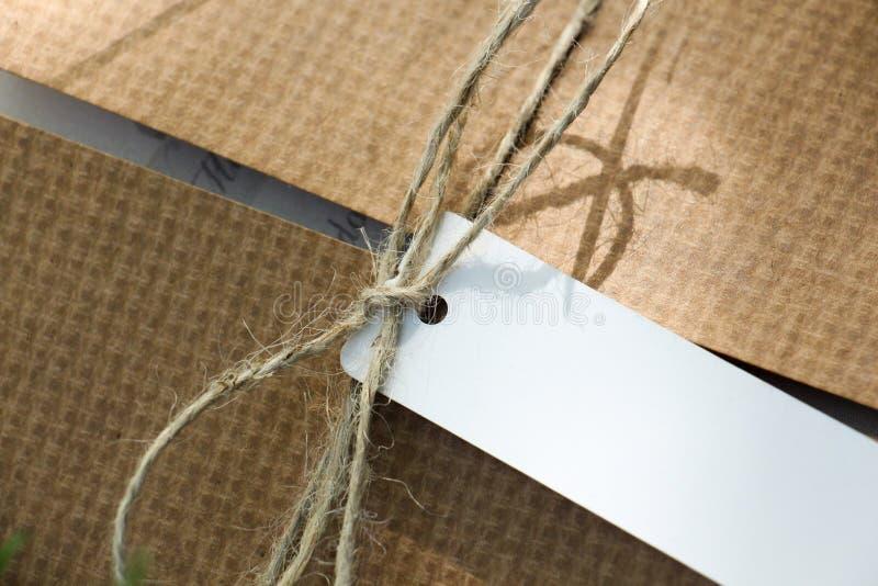 Пакет связанный с ярлыком стоковая фотография