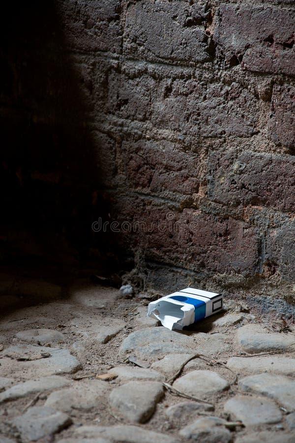пакет сигареты пустой стоковое фото rf