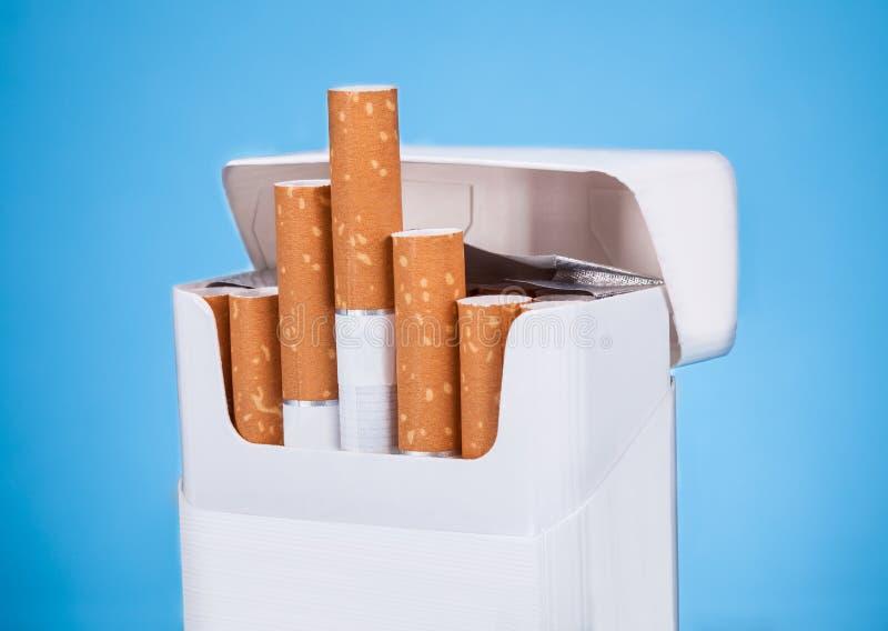 Пакет сигареты стоковое изображение rf