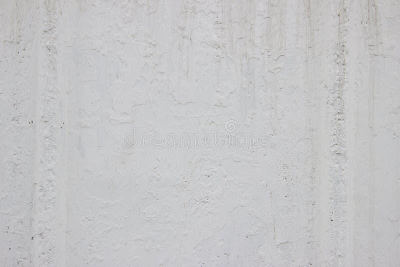 Пакостная белая бетонная стена может использовать для предпосылки стоковая фотография
