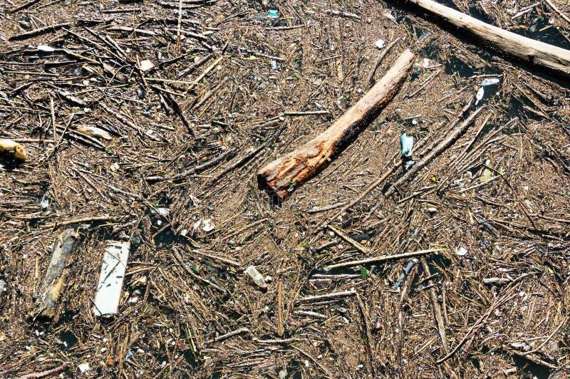 Download Пакостная вода с отбросом стоковое фото. изображение насчитывающей хлам - 37929848