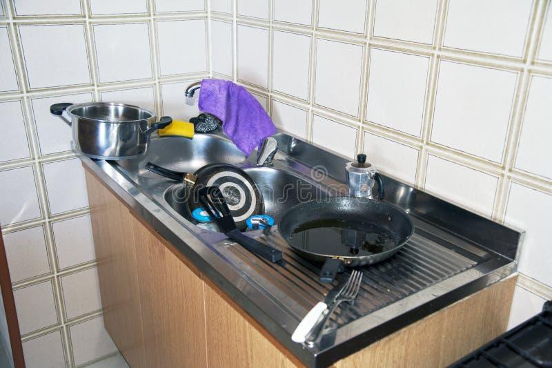 пакостная кухня mess вверх мыть стоковое изображение rf