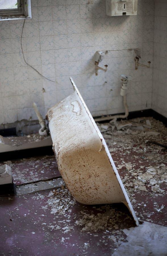Пакостная старая ванна стоковое изображение rf