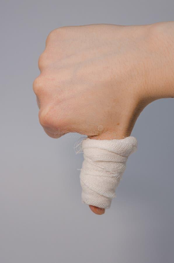 Палец в кровопролитной повязке стоковое изображение rf