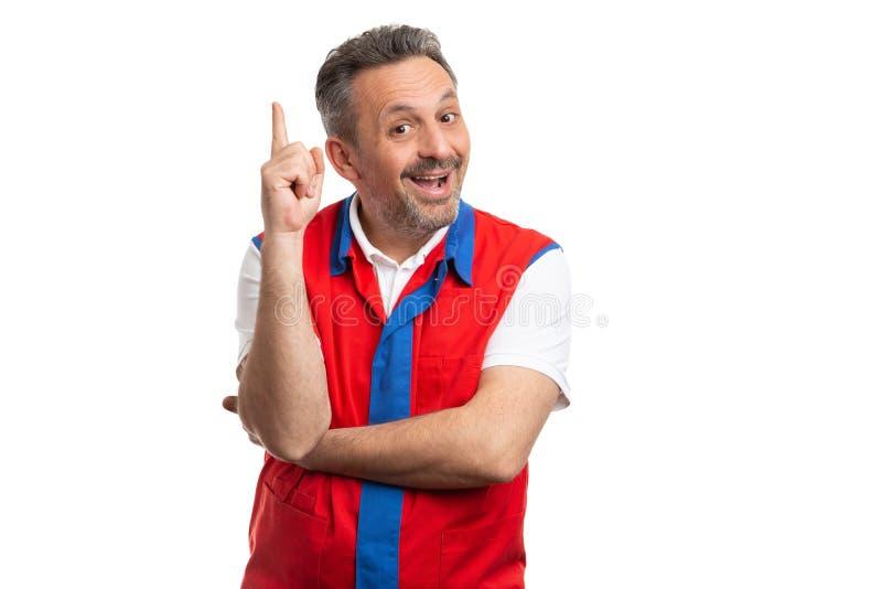 Палец удерживания работника супермаркета вверх как хорошая концепция идеи стоковые изображения