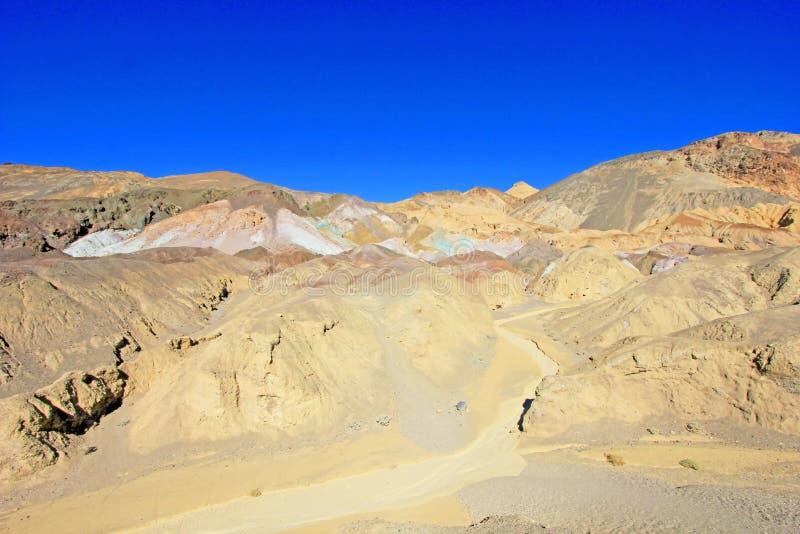 Палитра художников, красочная горная порода в приводе петли художника, национальном парке Death Valley, США стоковые фото